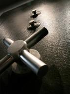 Взломостойкий сейф из нержавеющей стали. Окаршен порошковой эмалью