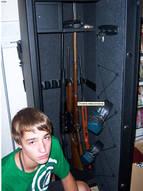 Сейф для оружия. Купить такой вариант имеет смысл, если вы храните сразу несколько ружей  дома